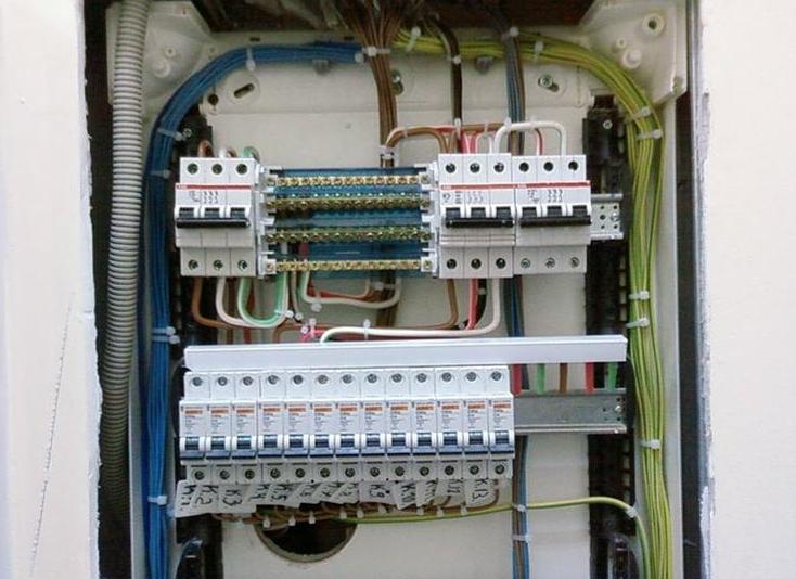 Электромонтажные работы в квартире и в загородных домах